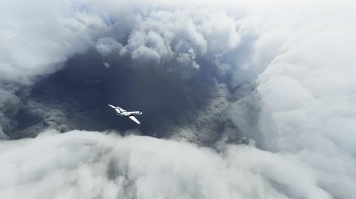 マイクロソフトの『フライトシミュレーター』に発生したハリケーン「ローラ」を追いかけるプレイヤー続出。現実の天気をゲームに反映させる機能が作る美しい光景