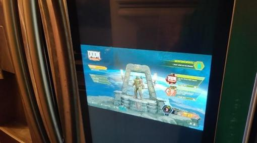 時代はゲーミング冷蔵庫?スマート冷蔵庫のスクリーンで『DOOM Eternal』をプレイするユーザー現る