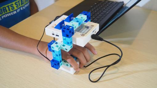 「ロックマン」を作りながらプログラミングが学べる! ロックバスターを装着して遊べる「メイクロックマン」を子どもと一緒に体験してみた