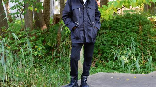 全身を『ニーア オートマタ』の2Bスタイルに。気品漂うオールブラックなアウターと、黒い羽が特徴的な存在感のあるスニーカーをレビュー