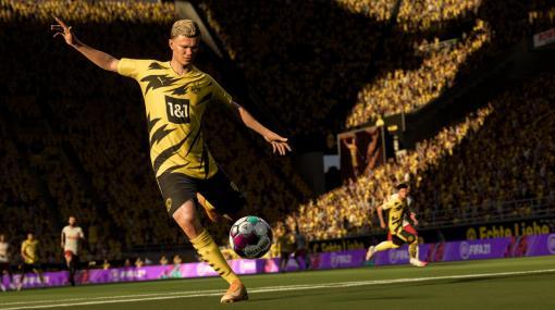 サッカーゲーム『FIFA 21』のPS5版は選手が疲れるとコントローラーのダッシュボタンが重くなる。アダプティブトリガーを搭載したDualSenseならではの機能に